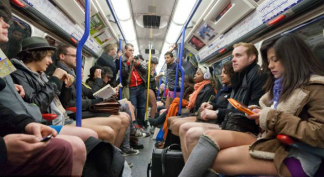 gente en el metro