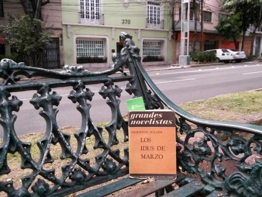 Uno de los libros liberados por Grupo Trevenque en México durante el Día B. / GT