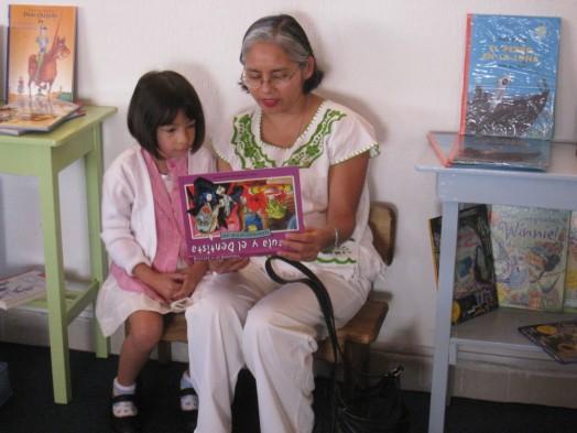 Actividad de animación a la lectura con niños en la librería Cantarina Marina. / GT.