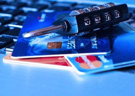 Pishing: suplantación de identidad y obtención de datos confidenciales