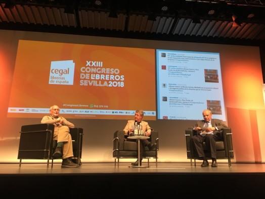 Alfonso Guerra y Paco Puche. en la ponencia 'Un librero es un resistente. Vocación y resistencia'.